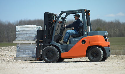 The Pros and Cons of Renting a Forklift | Toyota Forklifts